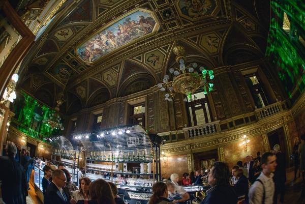 Bár és kávéház az Operában