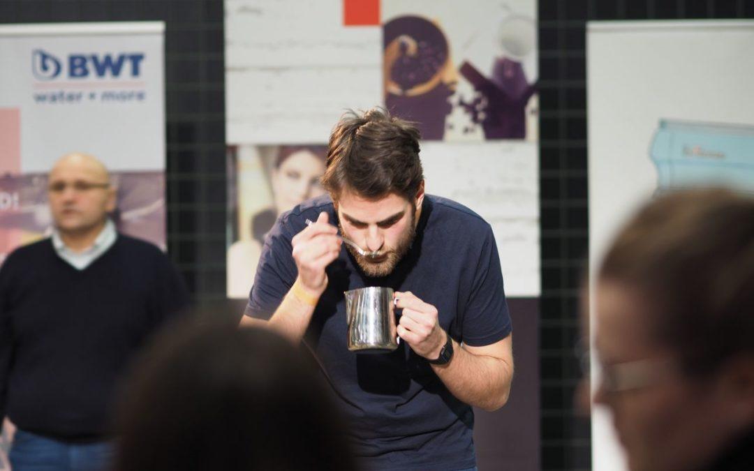 Kávéillat és bárhangulat a Millenárison