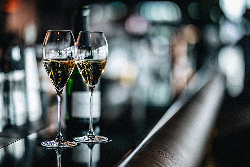 Champagne-nyal nyílik a terasz a St. Andrea Skybarban